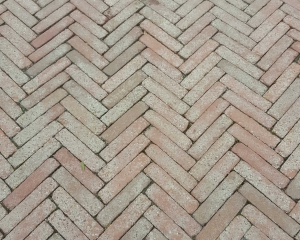 reinigen betstrating en tegels terras